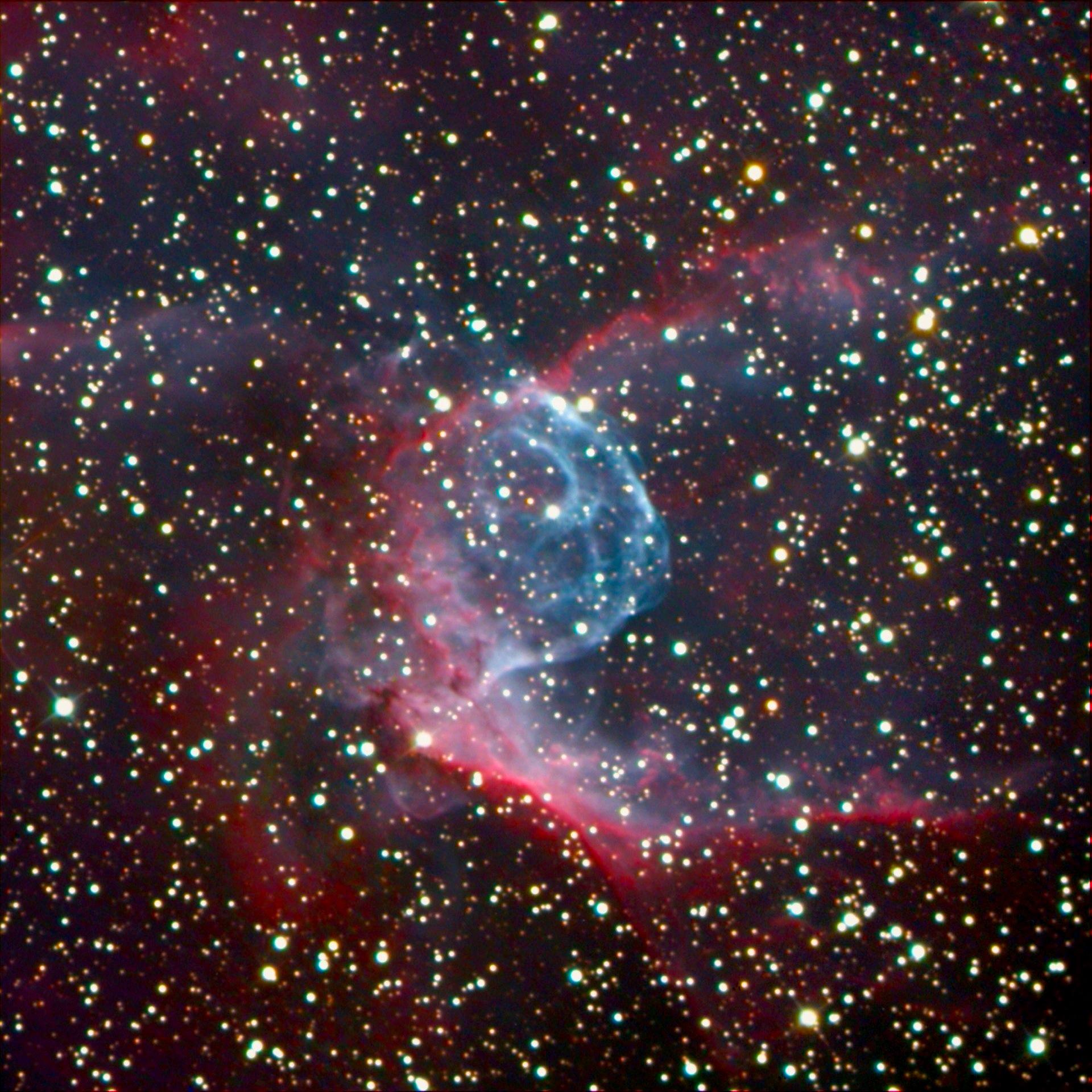 Mgławica emisyjna NGC2359 (Hełm Thora). [źródło: azastronomy.com]